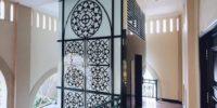 Fasad Lift Gereja Katolik dengan louvre Hunter Douglas